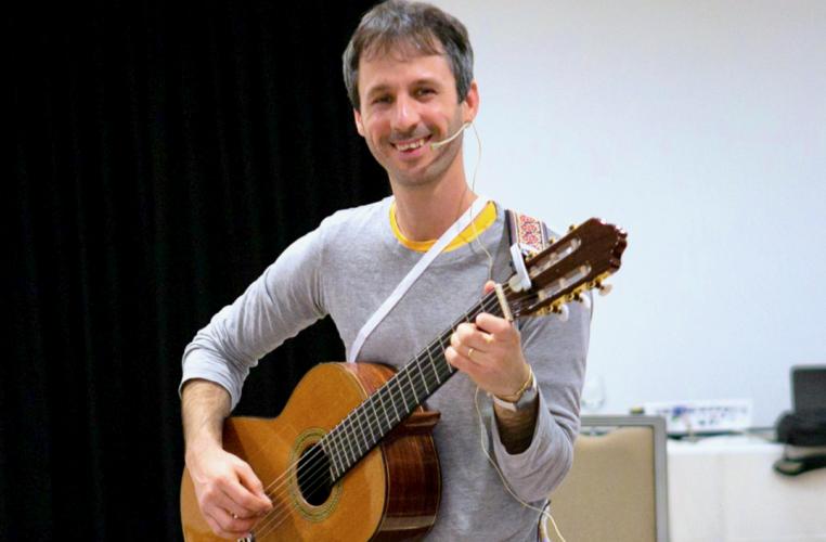 יובל בארי מטפל במוזיקה מנחה סדנה סדנא סדנאות