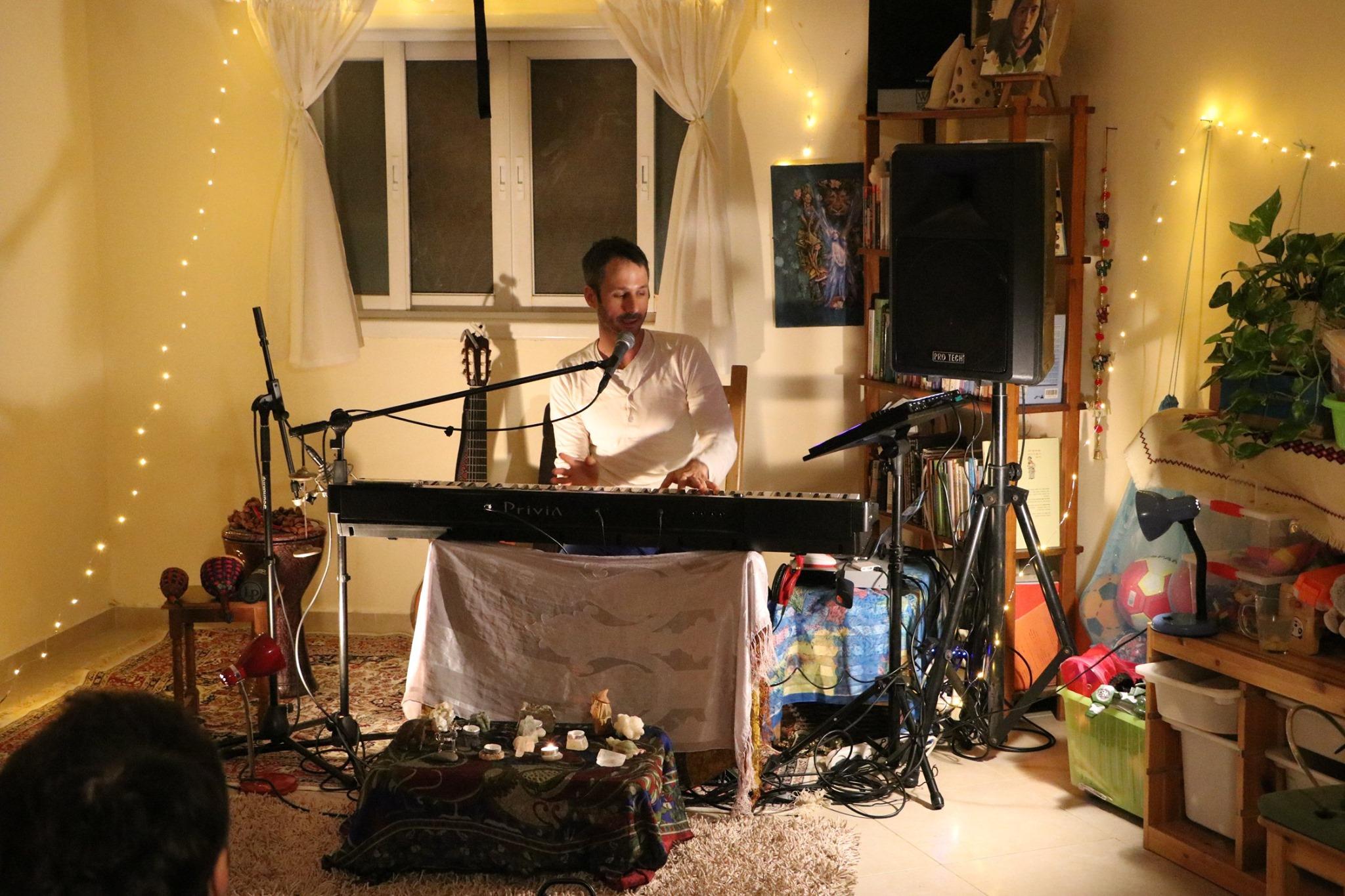 יובל בארי yuval bairey מטפל במוזיקה תרפיסט במוזיקה