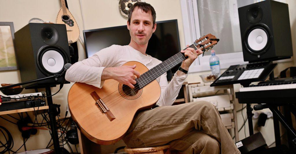 יובל בארי מטפל במוזיקה תרפיה במוסיקה אולפן טיפולי