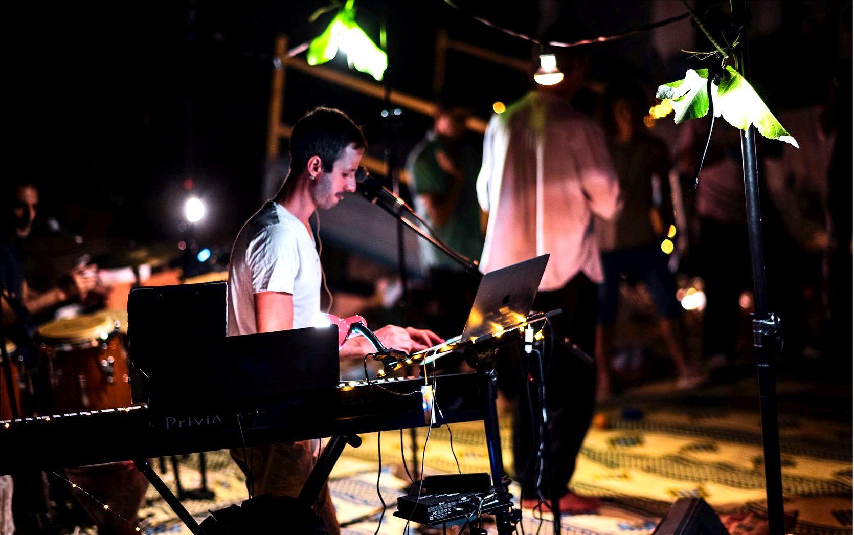 יובל בארי דיג'יי DJ מטפל במוזיקה מוסיקה יוצר מפיק אמן